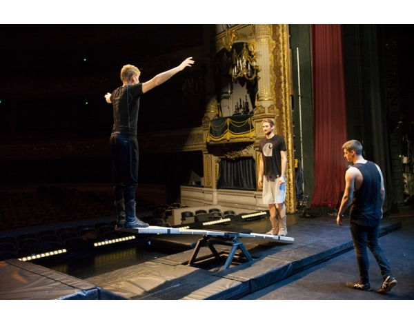 Cirque-Eloize-Saloon-Foto_Andy_Doornhein-3637